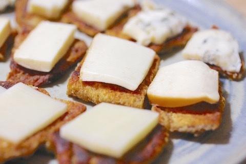 鶏皮せんべいチーズ