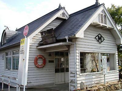 「あした」で撮影された呼子浜待合室(現在はバスの待合室)