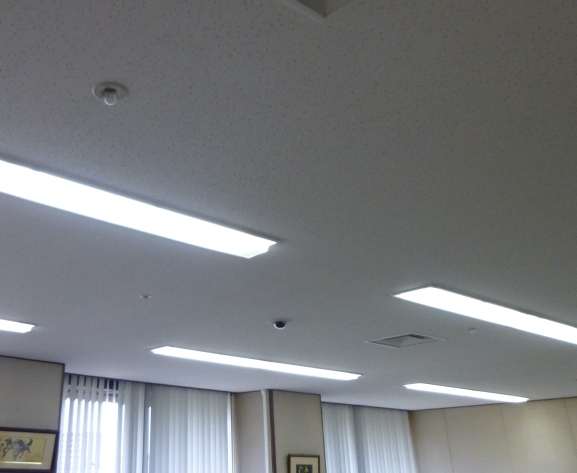 天井に設置防犯カメラ