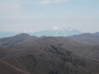 山頂から望む磐梯山