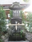 大國魂神社-水神社・さざれ石02