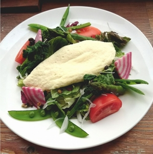 10種の野菜と雑穀のホワイトオムサラダ