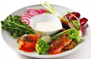 彩り野菜のスティック ポテトケーキ、スモークサーモン、