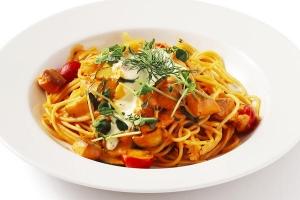 スパゲッティ 季節野菜とサーモントラウトの
