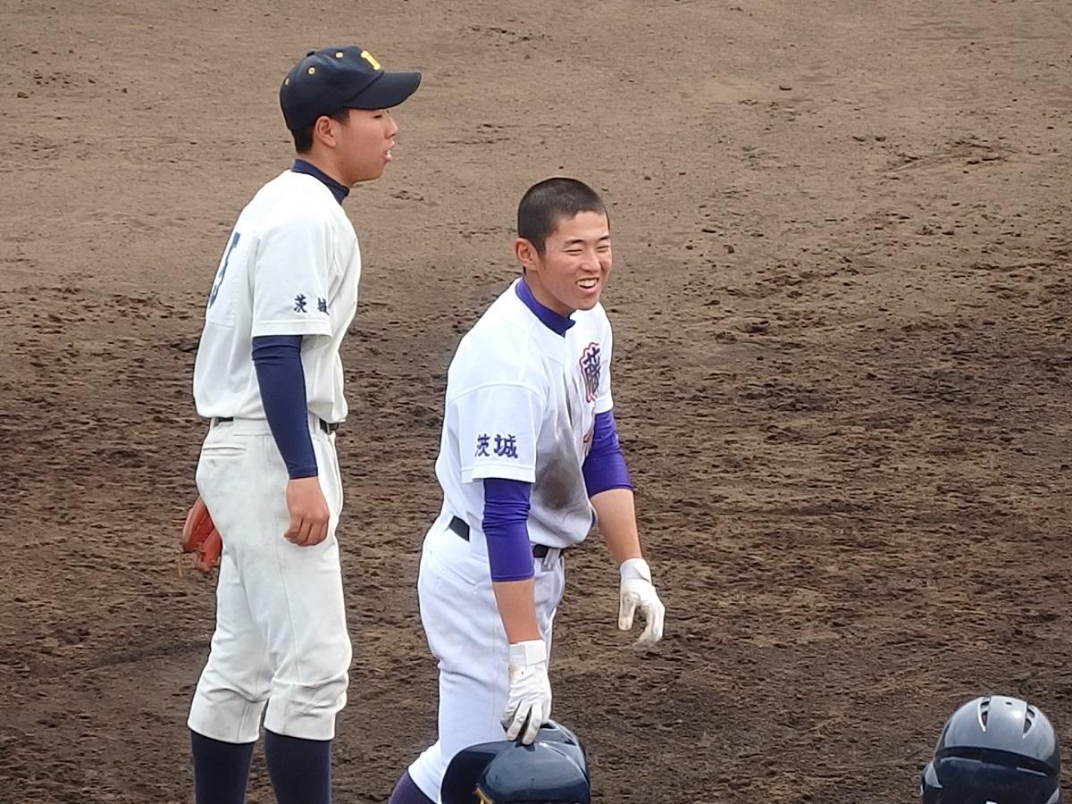 20_7回裏、2ベースを放った藤代伊藤くんが3塁まで進む