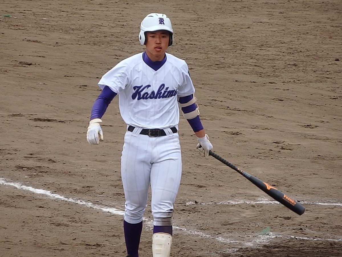 25_8回裏、鹿島1番松本一真くんがよく見て押し出しとなる四球を選ぶ