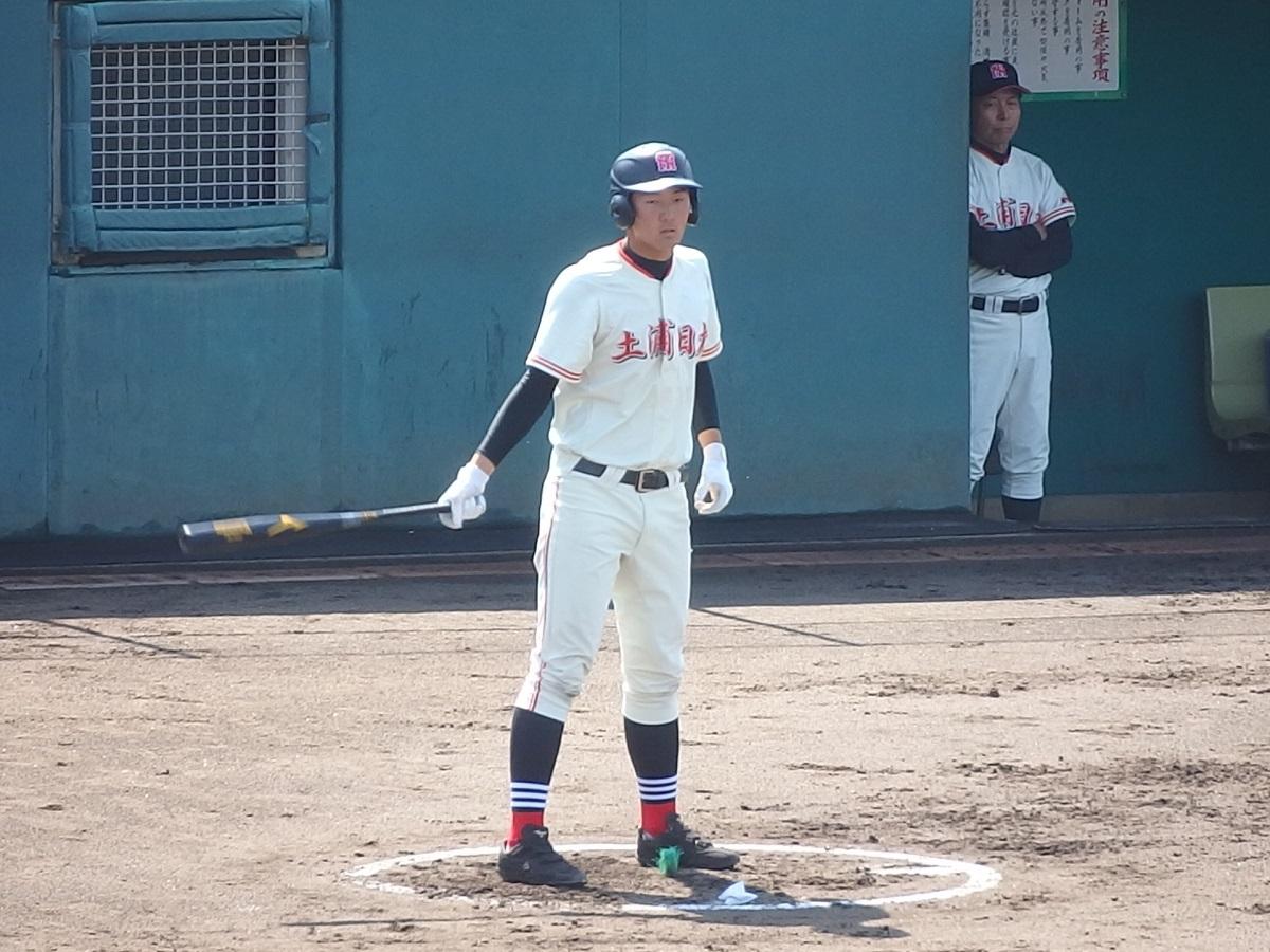 09_4回表、昨日3安打の土浦日大2年生、7番井上くんが今日もタイムリー!