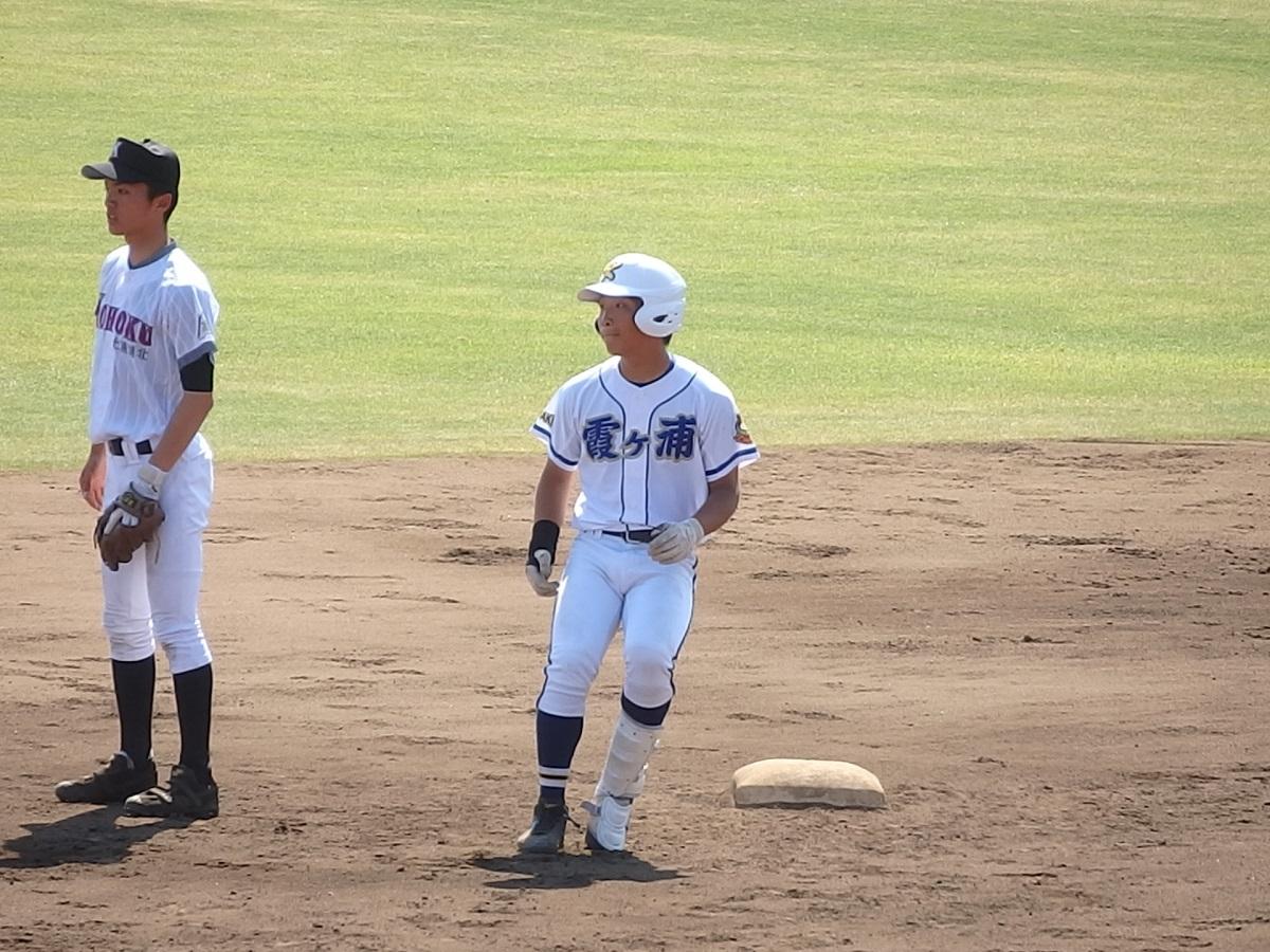 15_4回表、霞ヶ浦の3番小儀くんが2ベースで出塁