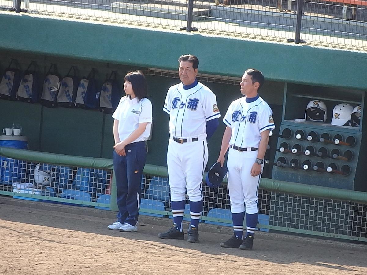 37_土浦湖北ベンチを見て「手こずらせてくれるな」と言わんばかりの表情をみせる、勝利後の霞ヶ浦高橋監督