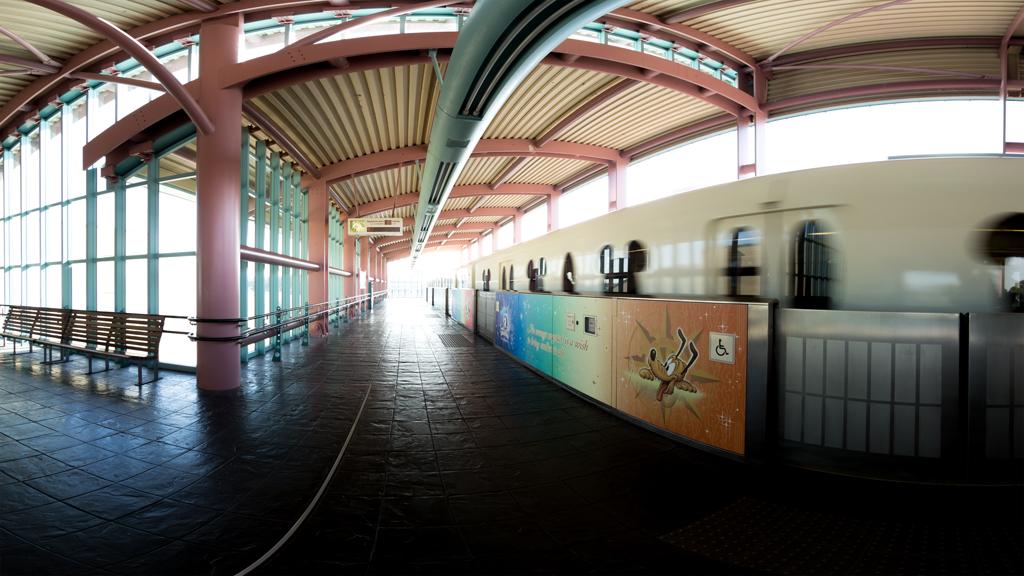 ベイサイド・ステーション ホームと列車(ディズニーリゾートライン)(TDR)