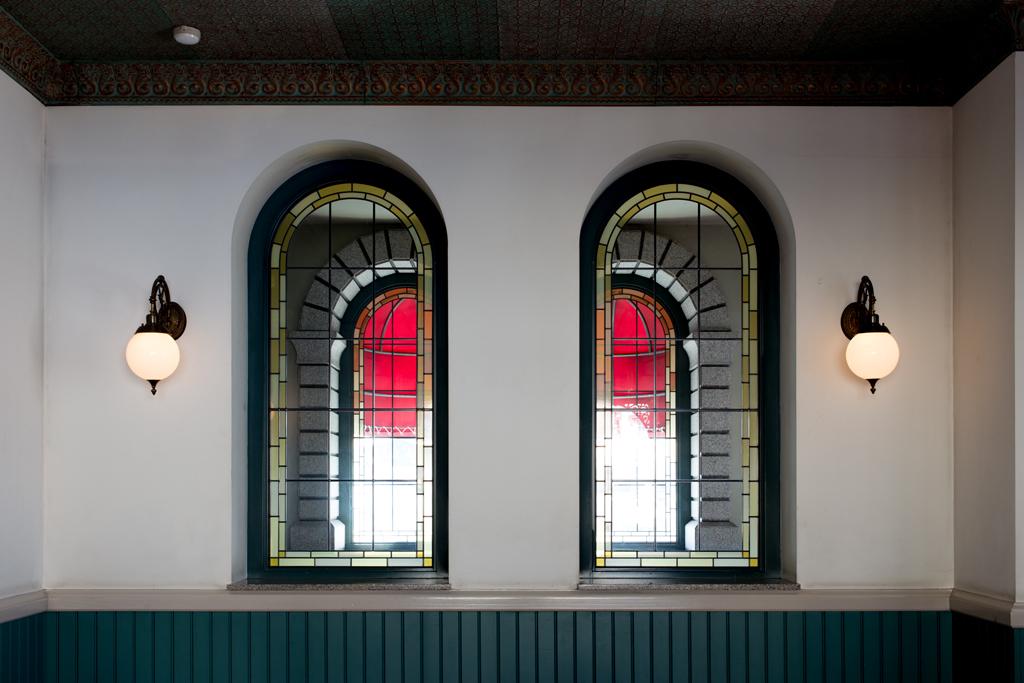 東京ディズニーランド・ステーション 待ち合い室の窓(ディズニーリゾートライン)(TDR)