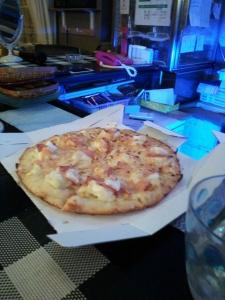 421アヒルちゃん差し入れのピザ