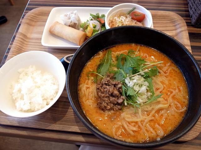 担々麺ランチ