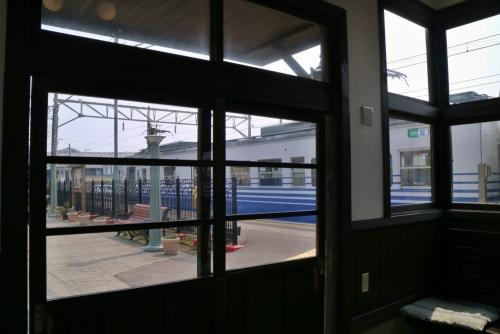 IMG_9613 待合室から列車