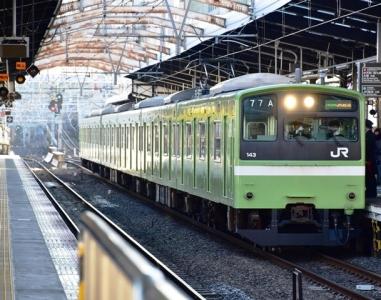 関西本線201系ウグイス塗装
