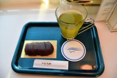 赤福餅と玉露入りお茶