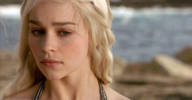 ゲームオブスローンズ(Game of Thrones)っていう海外ドラマ観てる人いるのか?めちゃくちゃ面白いのに…(´・ω・`)
