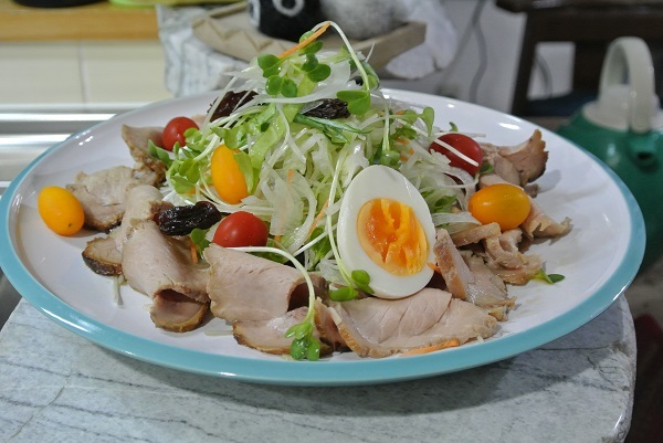 豚もも肉の焼き豚サラダ