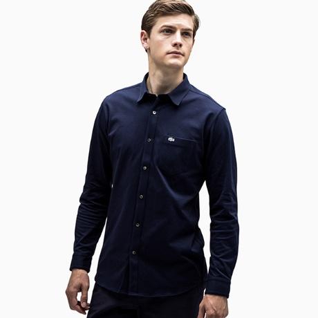 長袖のポロシャツ