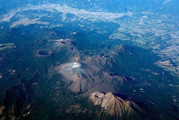 Kirishima_volcano_20111125.jpg