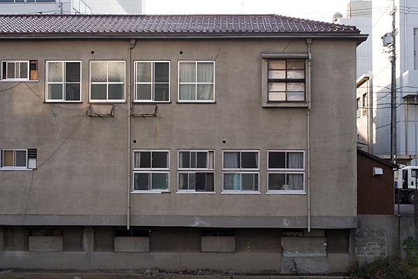 中川運河沿いのアパート