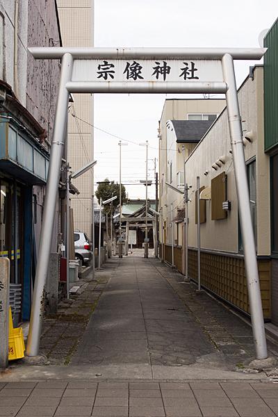 宗像神社参道入り口の金属鳥居