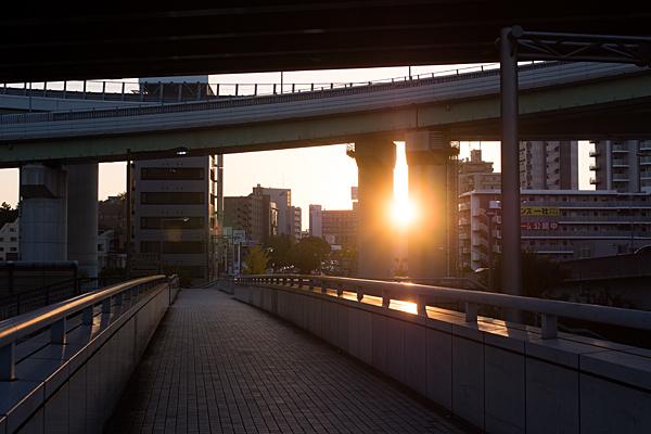 上社ジャンクション歩道橋から見る夕陽