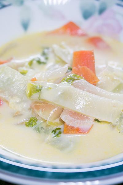 白菜とニンジンの牛乳スープ