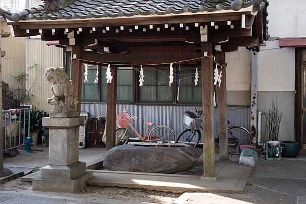 伊勢山神明神社内アパート