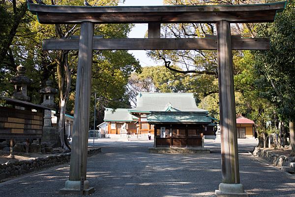 川原神社二の鳥居と番塀