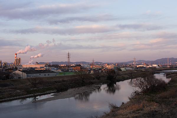 庄内川と王子製紙の煙突