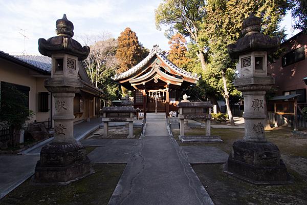 大井神社参道と拝殿