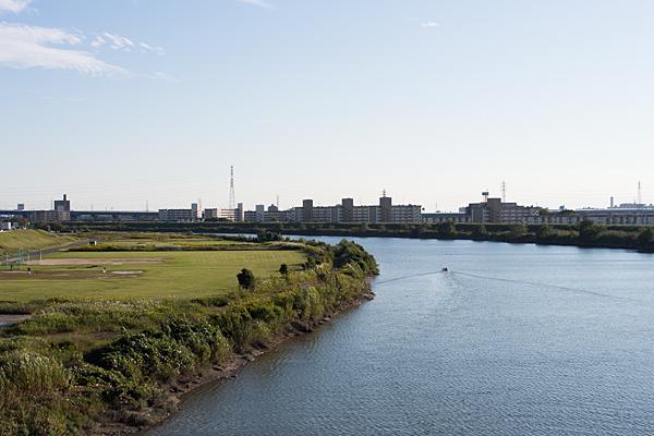 庄内川を行くボート