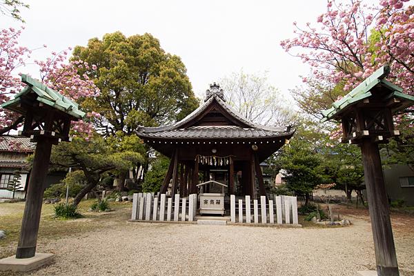 八劔社拝殿
