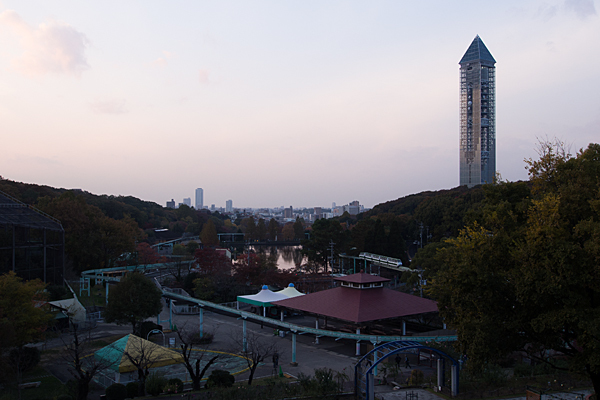 東山スカイタワーと東山植物園