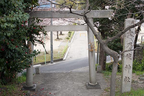 大乃伎神社入り口