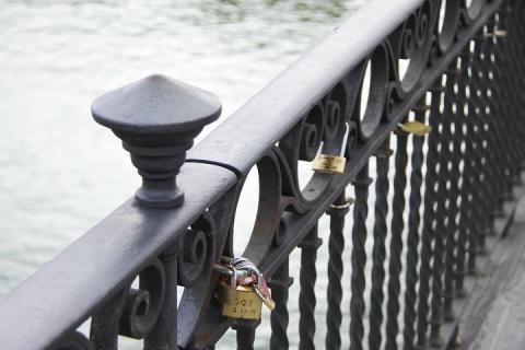 2444 Puente de Isabel II