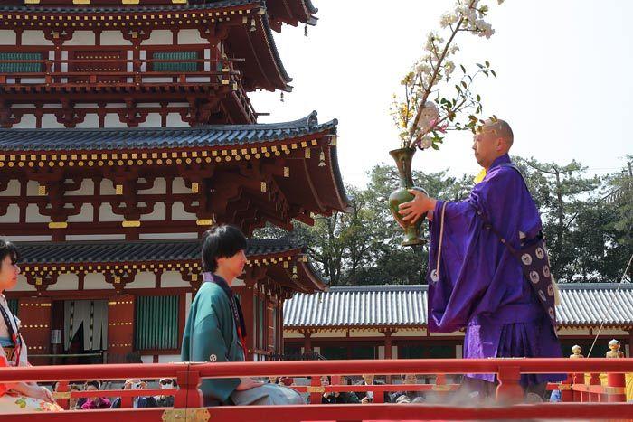 薬師寺 花会式 献華