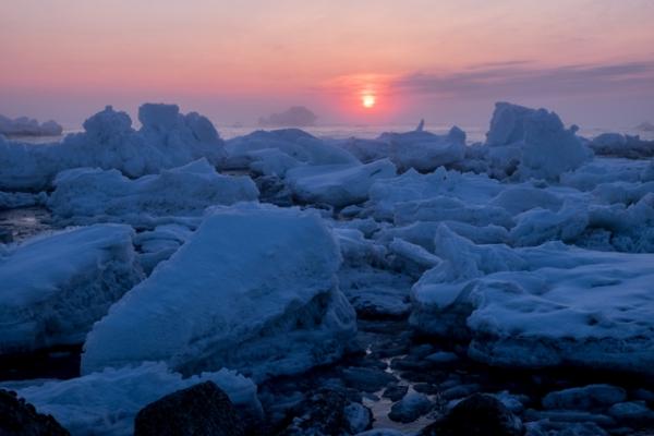 流氷と日の出