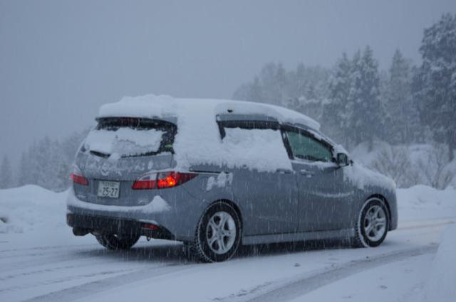 雪道を行くプレマシー 松代の山道にて