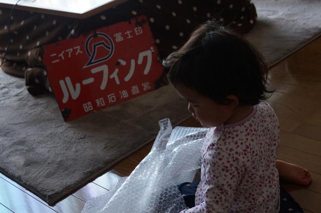 子供と琺瑯看板