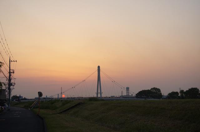 朝日が出てきた日野ふれあい橋