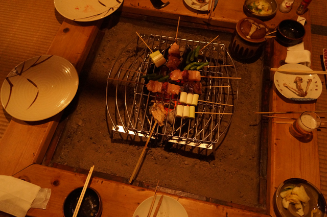 鎌田鳥山で囲炉裏を囲んで