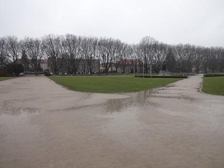 大学の前の公園
