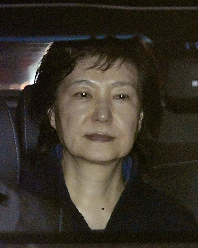 sty1703310004-p1_ソウル拘置所に向かう韓国の前大統領、朴槿恵容疑者=31日未明(聯合=共同)