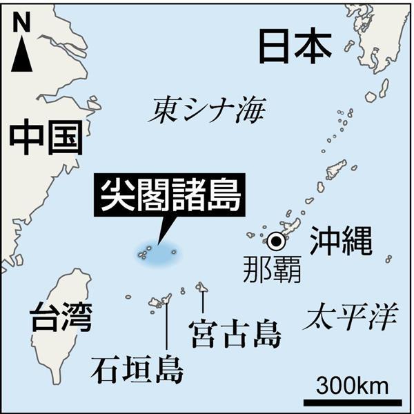 prm1704010038-p3_尖閣諸島を含む東シナ海上空。手前から南小島、北小島、魚釣島(鈴木健児撮影)