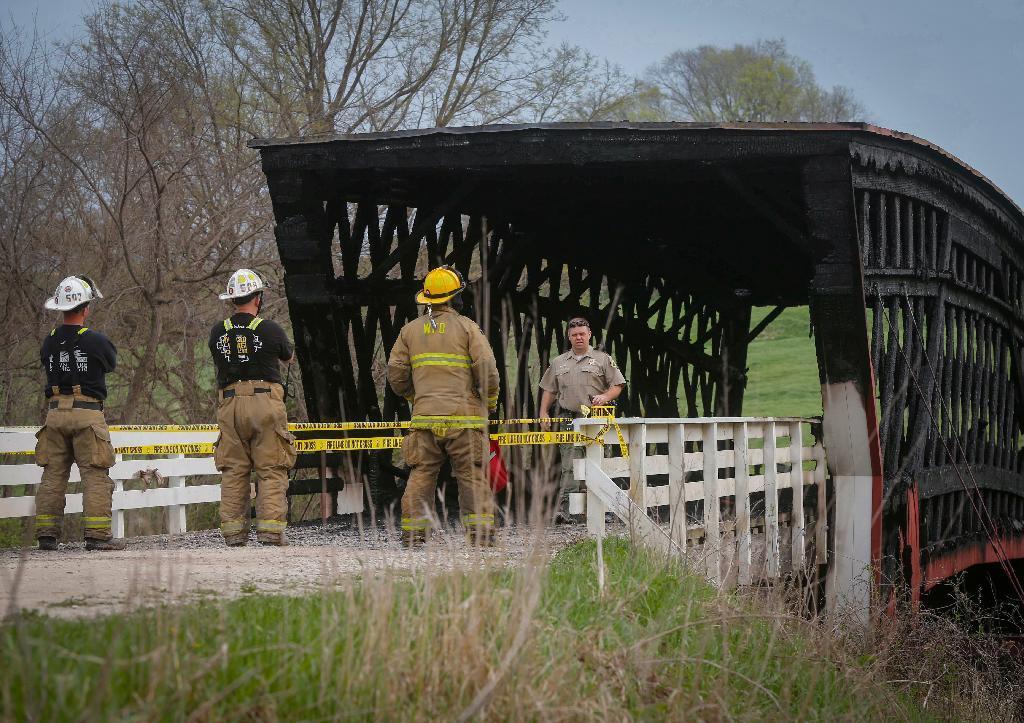 sty1704160002-p1_火災で焼けた有蓋橋。付近に火の気が無いことから放火と見られている
