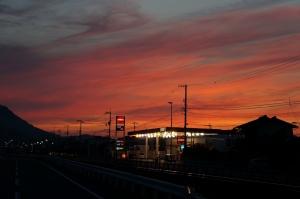夕陽の見える車検場1
