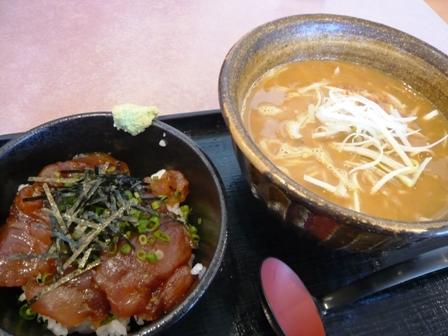 鐘壱:カレーらーめん(黄)、漬けまぐろ丼セット1