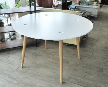 イケア丸テーブル